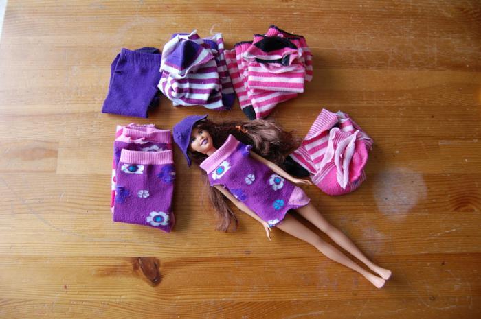 Как сделать кукле кофту из носка фото 990