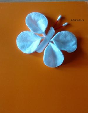 orytka_babochkoy_vatnyh Поделки из ватных дисков своими руками. Цветы из ватных дисков: подснежники, розы, ромашки, каллы. Топиарий из ватных дисков. Детские поделки из ватных дисков в детский сад, школу: фото