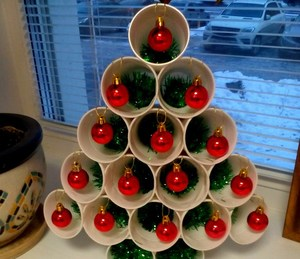 elka_plastikovyh_stakanov Новогодняя елка из пластиковых бутылок