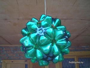 plastikovoe_ukrashenie_doma Новогодняя елка из пластиковых бутылок