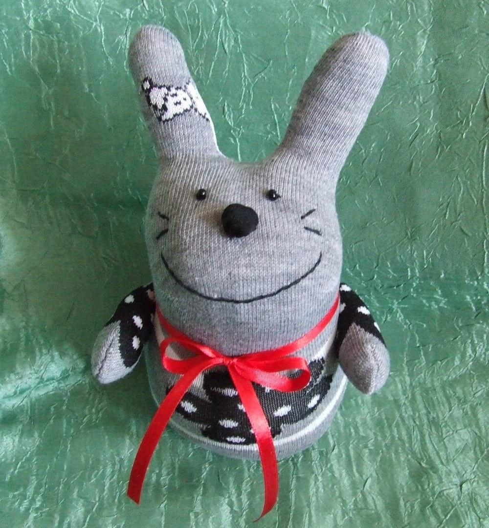 Игрушки зайцы из носков своими руками фото 975