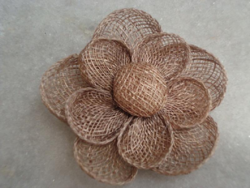 c8a99da96d4e Подробный мастер-класс: цветы из мешковины и кружева; винтажная роза ...