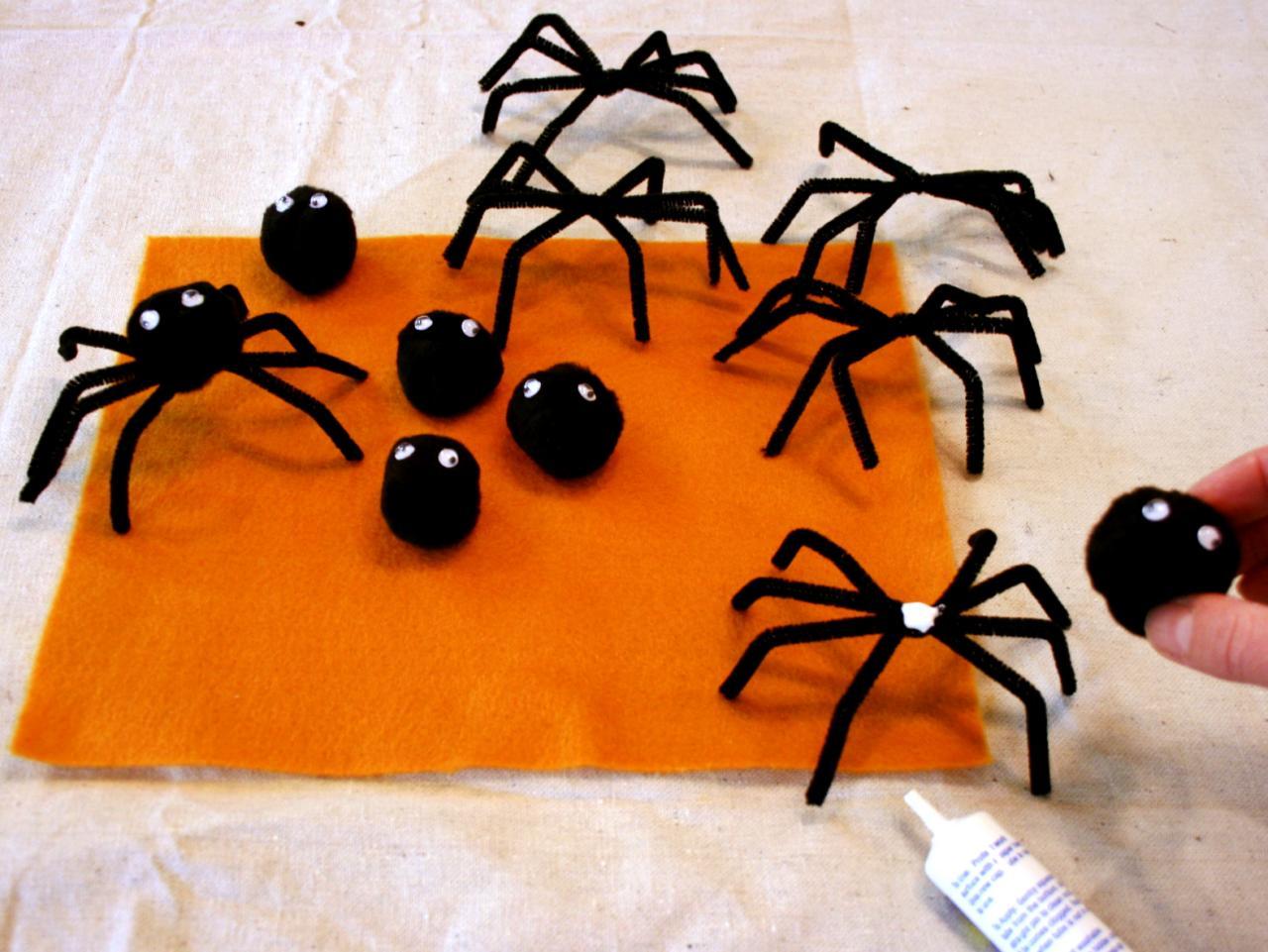 Крестинами, открытка в виде паука