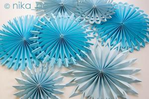 kruglaya_snezhinka_bumagi Оригами – объемные снежинки: схемы изготовления, шаблоны, фото. Как сделать объемную новогоднюю снежинку 3D из бумаги своими руками: пошаговая инструкция