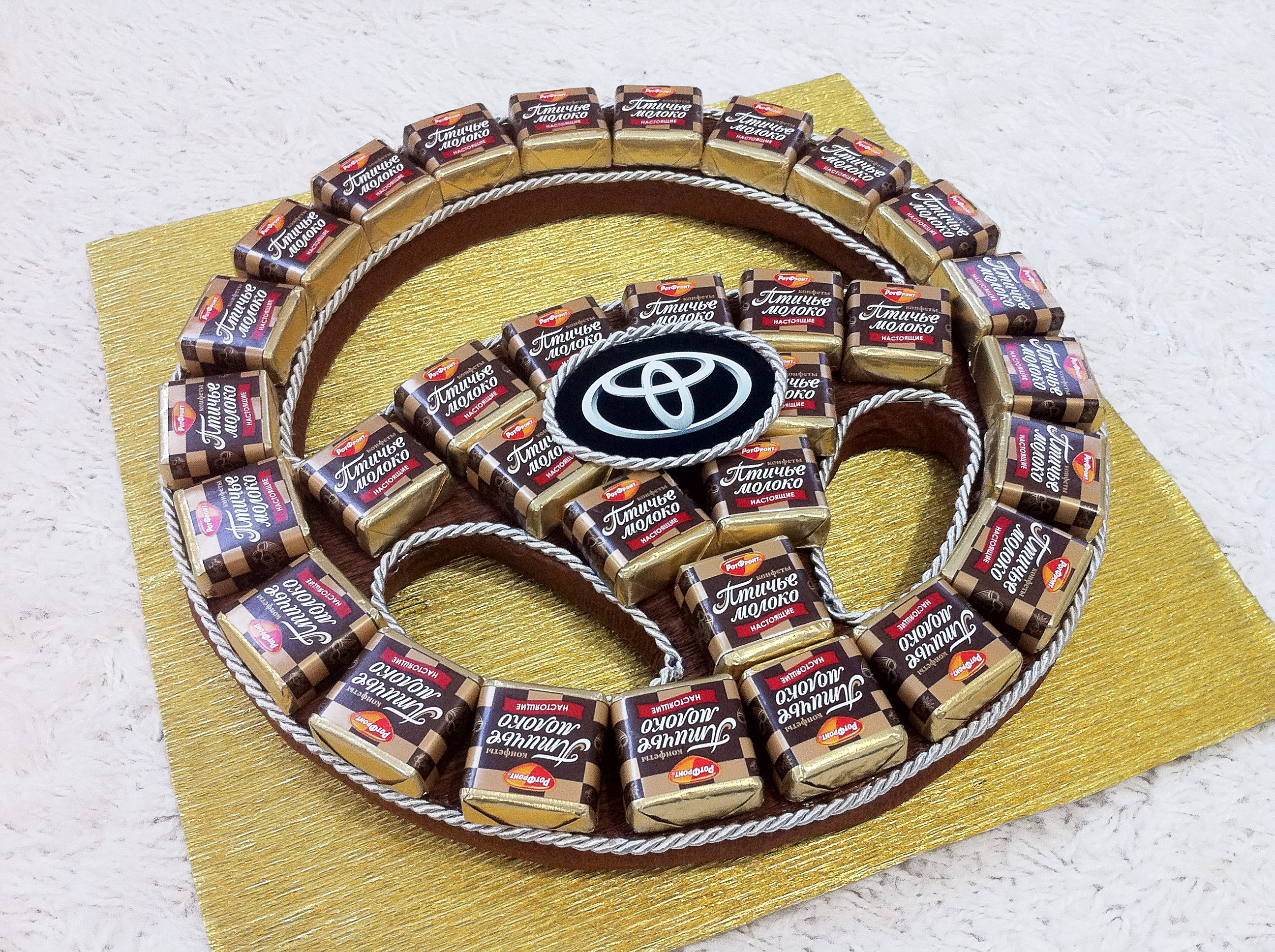 Тойота из конфет своими руками