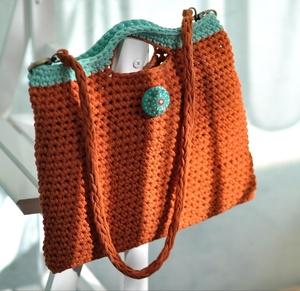 Как украсить вязаную сумку