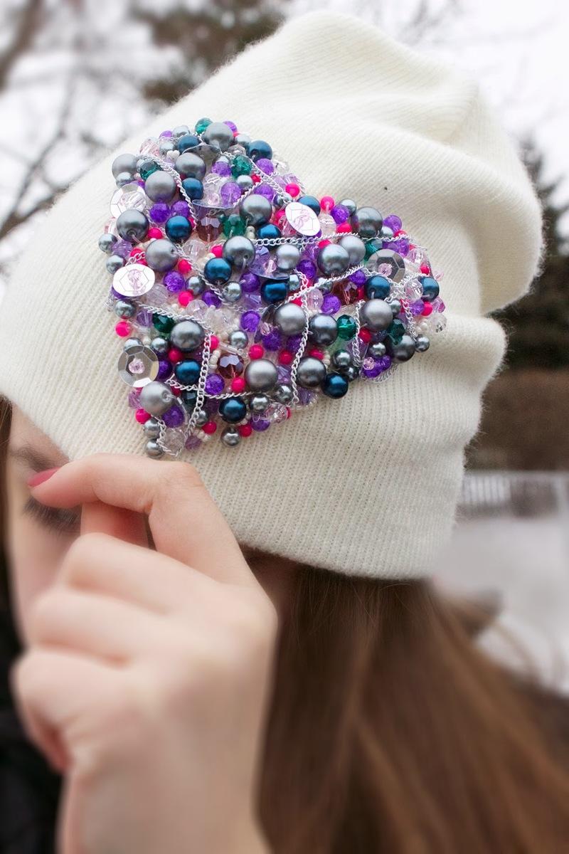 Вязаные украшения для шапок