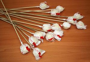 Как собрать букет из конфет